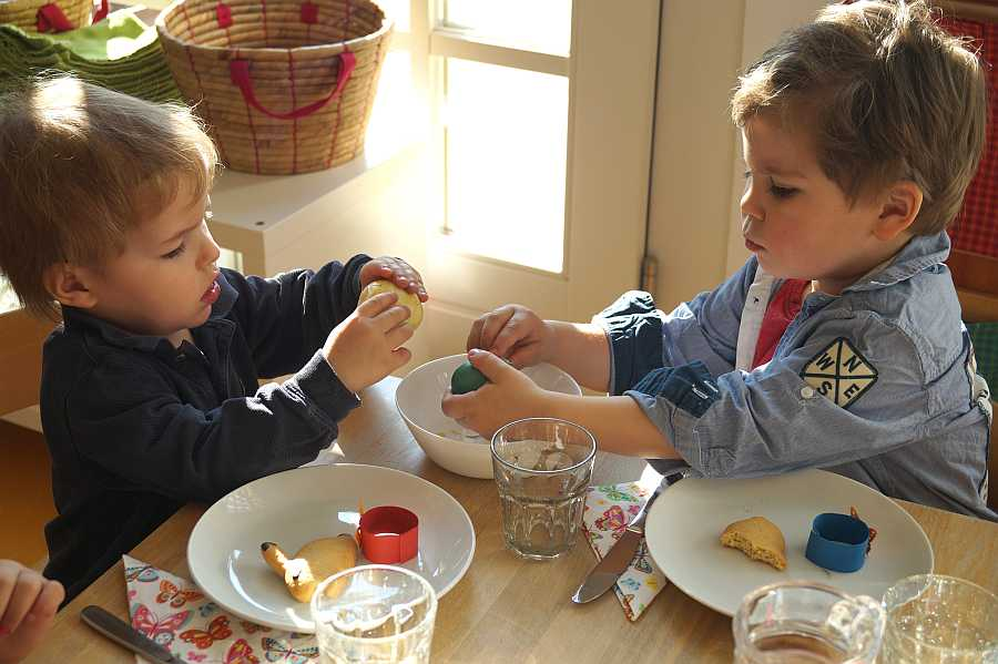 osterzeit im kinderhaus orangerie montessori kinderhaus. Black Bedroom Furniture Sets. Home Design Ideas